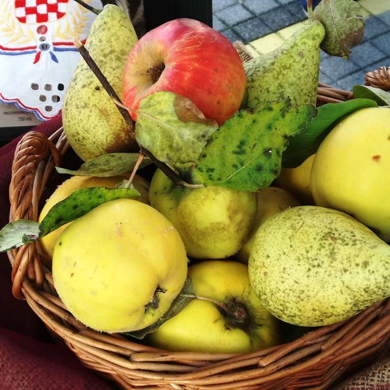 Pekmez kruške i jabuke